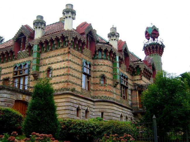 Эль Каприччо (Capricho de Gaudí) — летний особняк на Кантабрийском побережье в местечке Комильяс (1883—1885гг.), Гауди