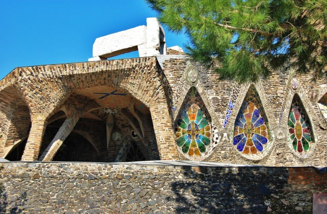 Крипта Колонии Гуэль (Colonia Güell), Гауди
