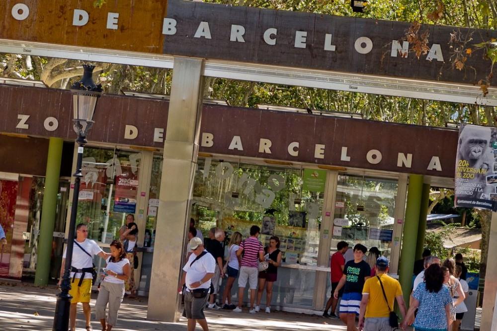 Вход в зоопарк Барселоны (фото: xavitomas)