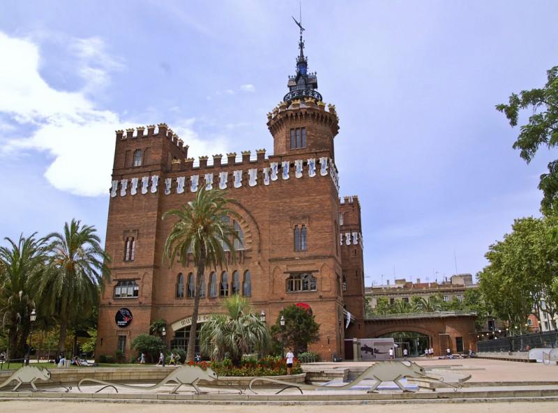 Замок трех драконов (Castell dels Tres Dragons)