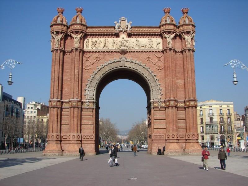 Триумфальная арка (L'Arc de Triomf)
