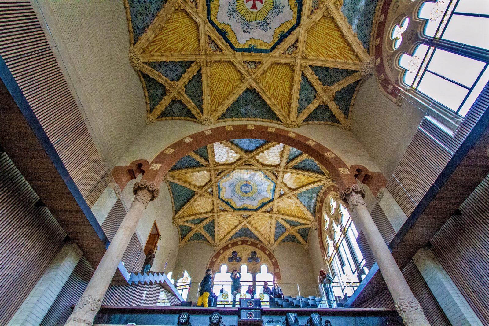 Керамический потолок в помещении архива фото: Pep Torres)