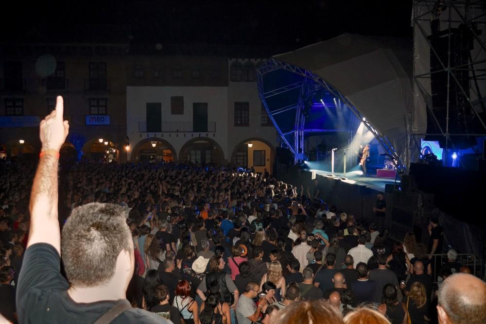 Вечерний концерт в Испанской деревне (фото: Jordi Payà)