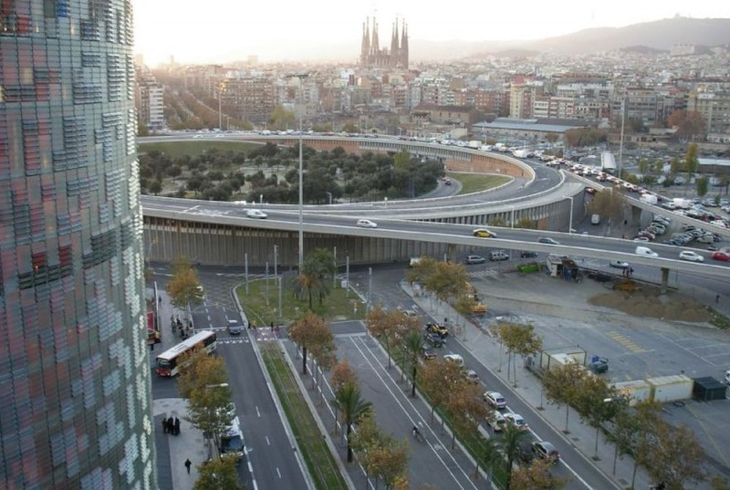 Площадь Пласа-де-лес-Глори-эс-Каталанес (Plaça de les Glòries Catalanes)