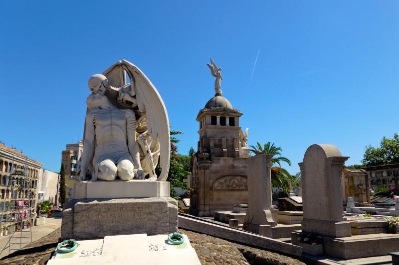 Скульптур «Поцелуй смерти» на кладбище Побленоу