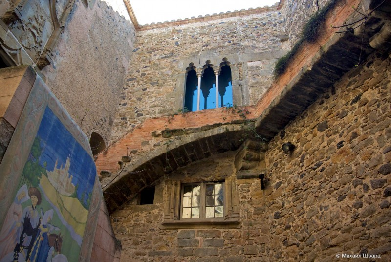 Замок Гала-Дали (Castell Gala-Dalí) в Пуболь