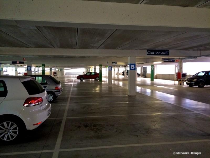 Просторная парковка