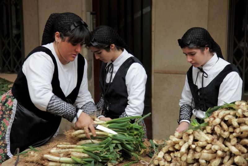 Луковый праздник Кальсотада (Gran Festa de la Calçotada)