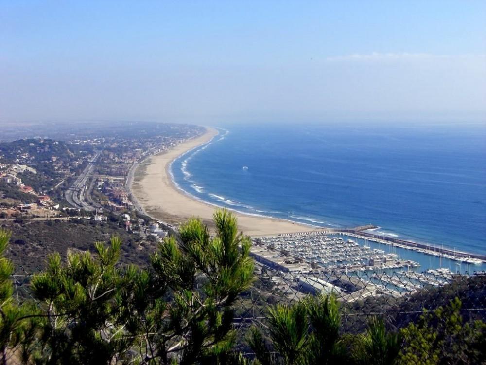 Побережье Кастельдефельс с пляжами