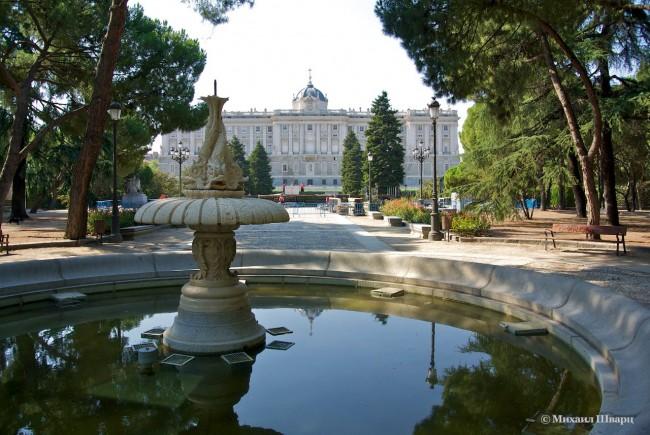 Вид на дворец из парка Сабатини