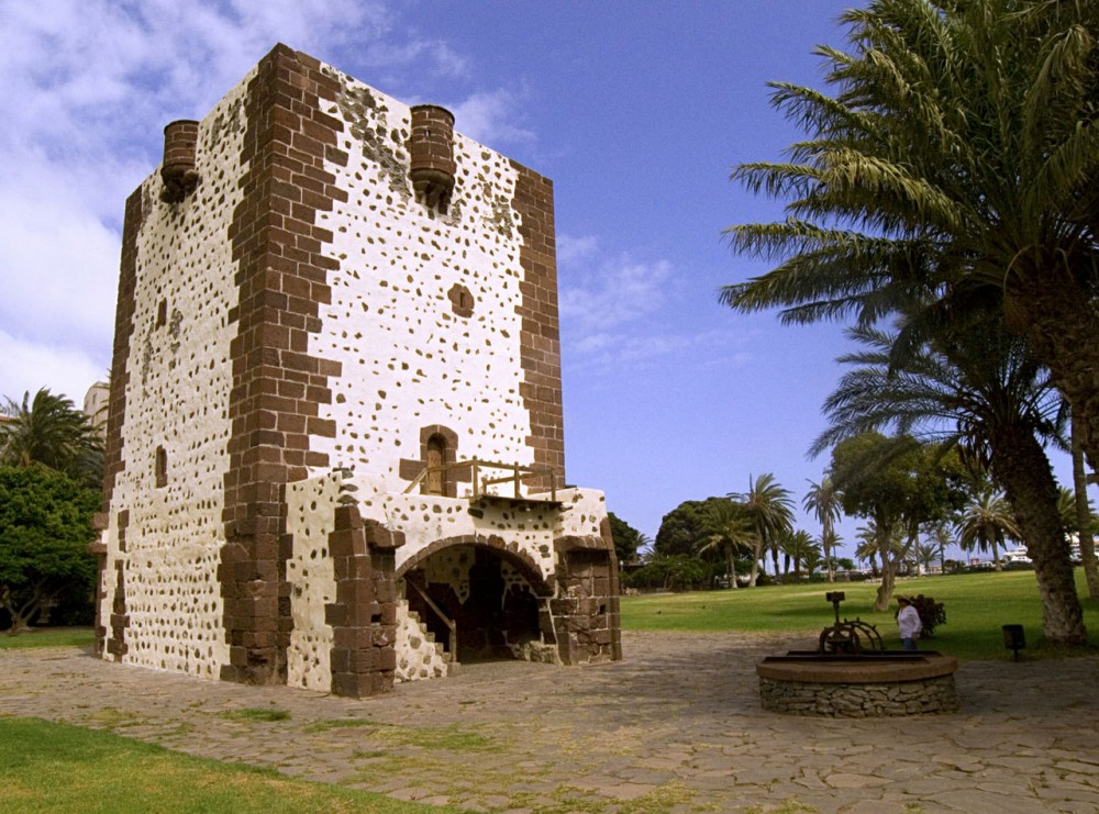 Графская  башня (Torre del Conde)