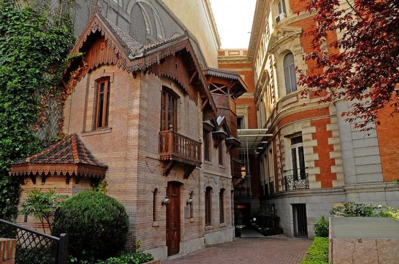 Кукольный дом, Дворец Линарес (Palacio de Linares)