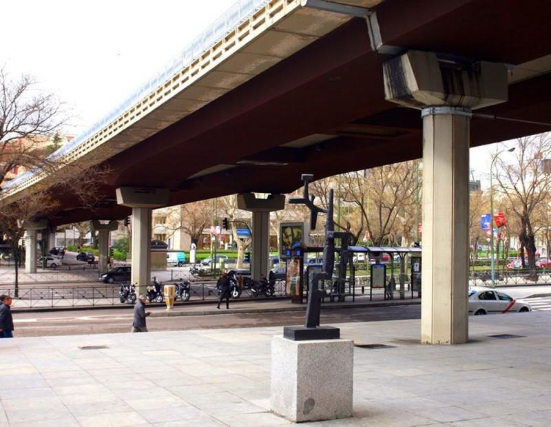 Под мостом-эстакадой Энрике де ла Мата (Enrique de la Mata)