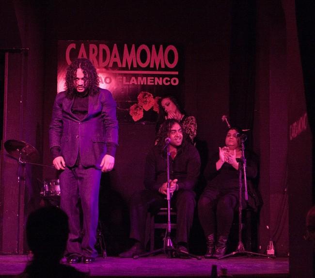 Бар «Cardamomo».