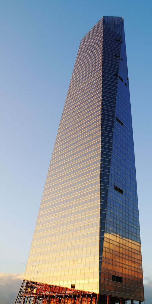 Башня «Кристалл» (Torre de Cristal)