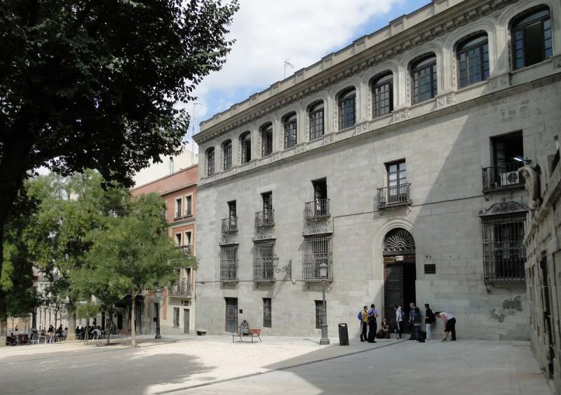 Соломенная площадь (Пласа де ла Паха - исп. Plaza de la Paja)