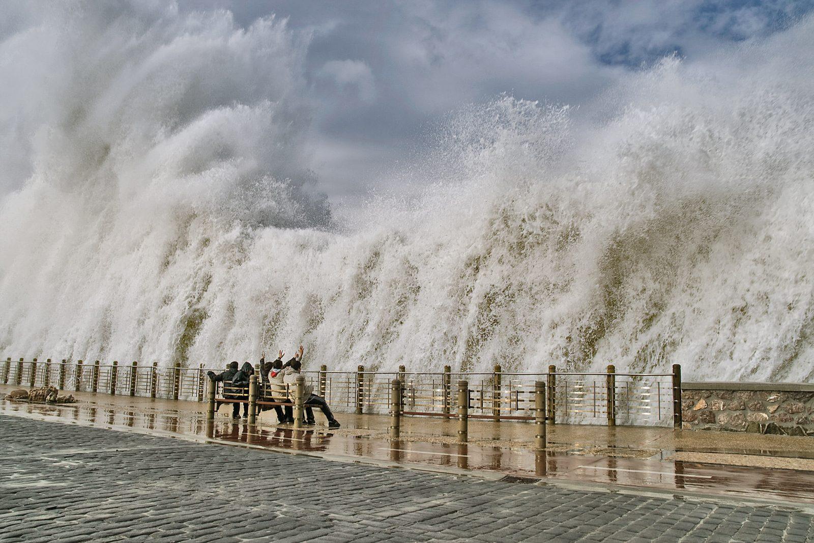 Волны в Доностии – «заигрывание» с океаном (фото: zubillaga61)
