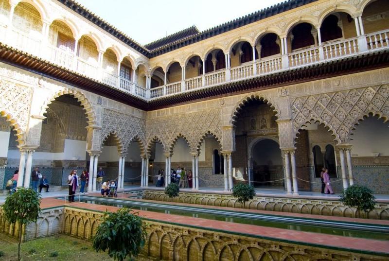 Дворец Реалес Алькасарес (Reales Alcázares)