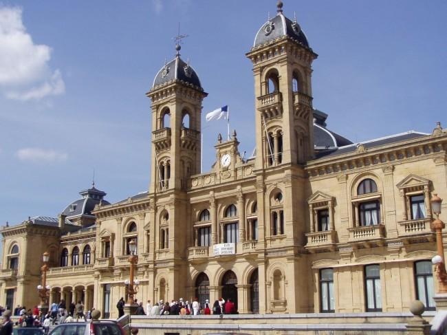 Ратуша (Ayuntamiento).