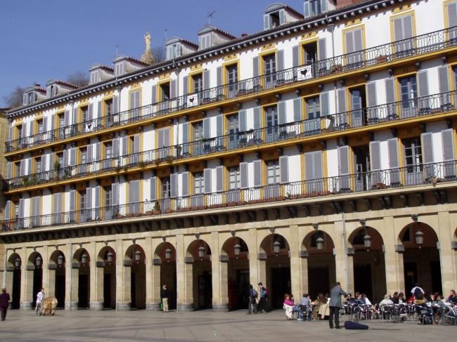 Площадь Конституции (Plaza de la Constitución).