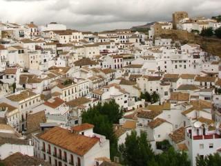 Сетениль-де-лас-Бодегас — белый город в скалах