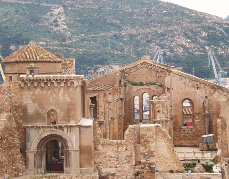 Руины Картахенского собора Санта-Мария-ла-Вьеха