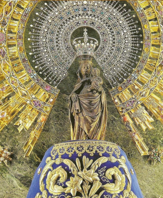 Колонна со статуэткой Святой Девы