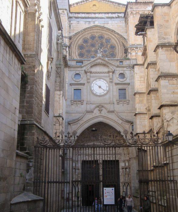 Портал Часов (Puerta del reloj)