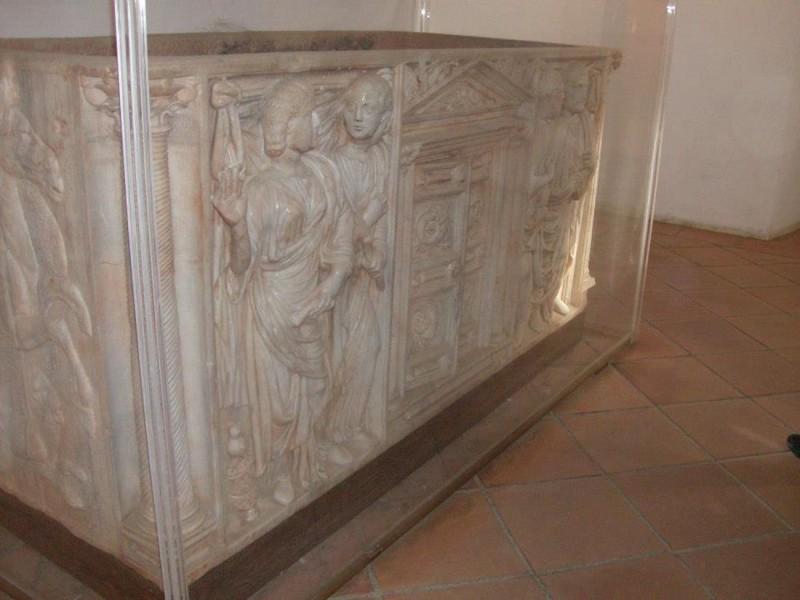 Саркофаг (sarcófago)