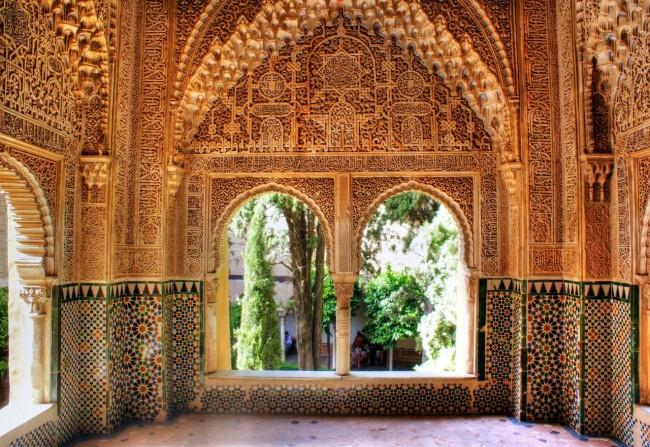 Мирадор Дарача (Mirador de Daraxa) - крытый балкон зала Двух сестер, выходящий во дворик Линдараха (Patio de Lindaraja)