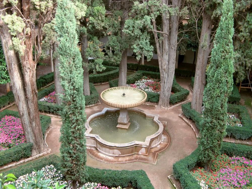 Двор кипариса Султана (patio del ciprés de la sultana)
