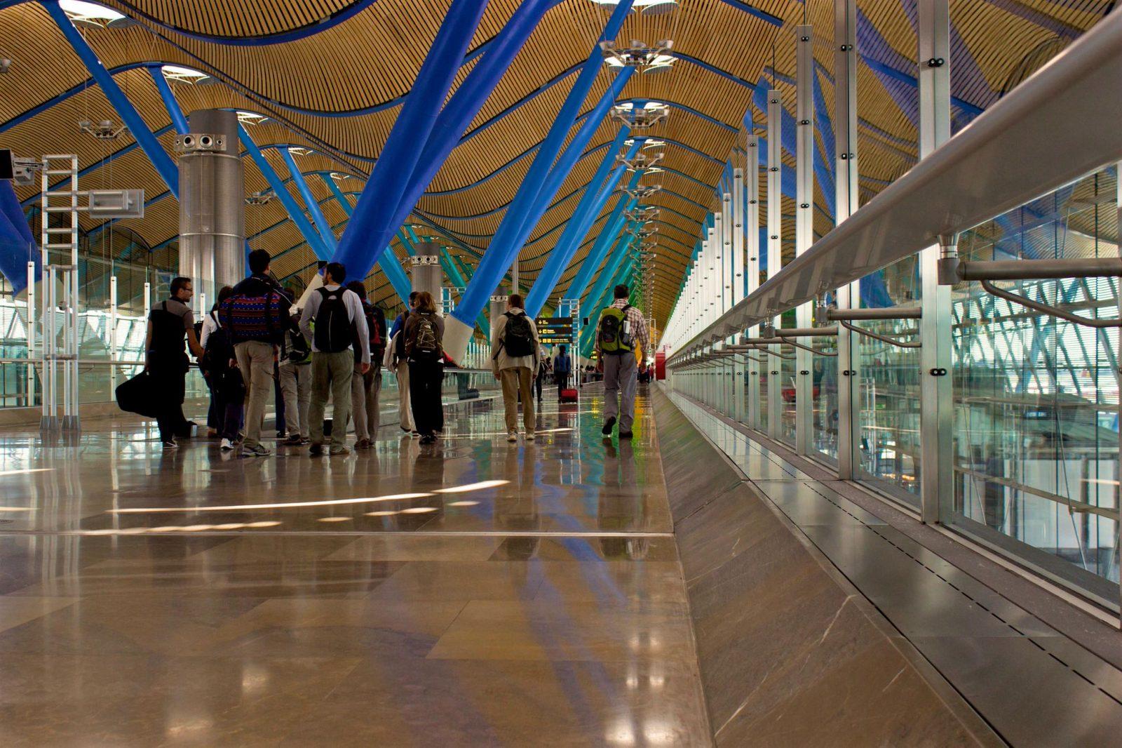 Аэропорт Madrid-Barajas, терминал T4S (фото: Andrés .)