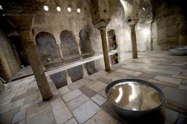 Большой зал с теплой водой