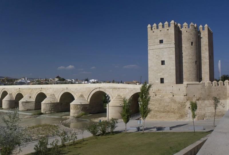 Башня Калаорра (Torre de la Calahorra)