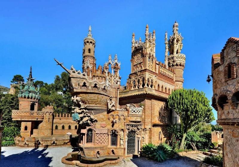 Замок Коломарес (Castillo de Colomares)