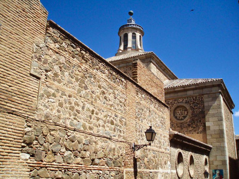 Монастырские стены,