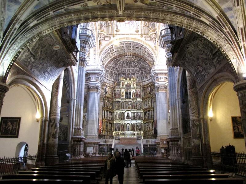 Внутреннее убранство монастырской церкви