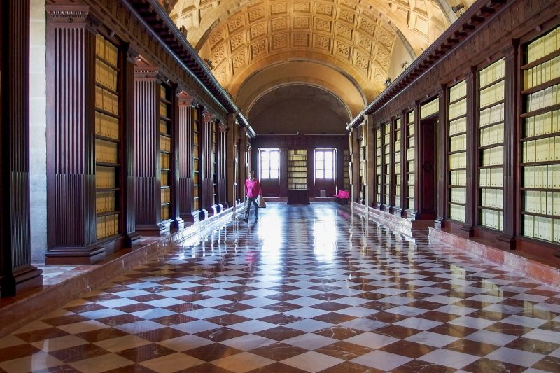 В залах архива