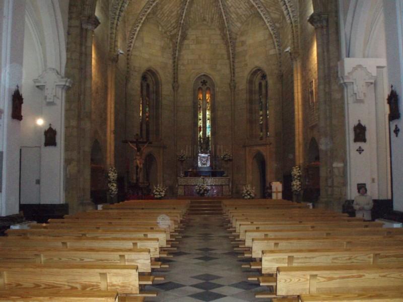 Интерьер Королевской коллегиальной церкви святого Ипполита