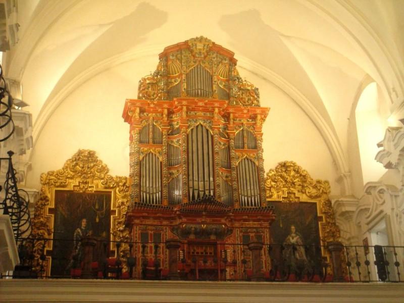 Орган  церкви святого Ипполита