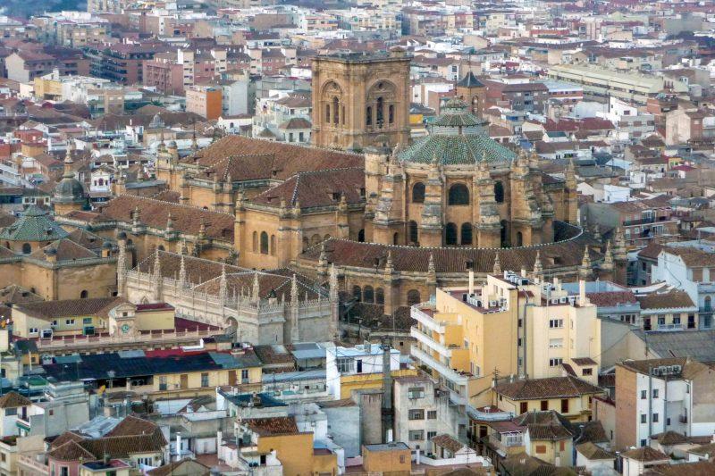 Вид на Королевскую часовню и Кафедральный собор