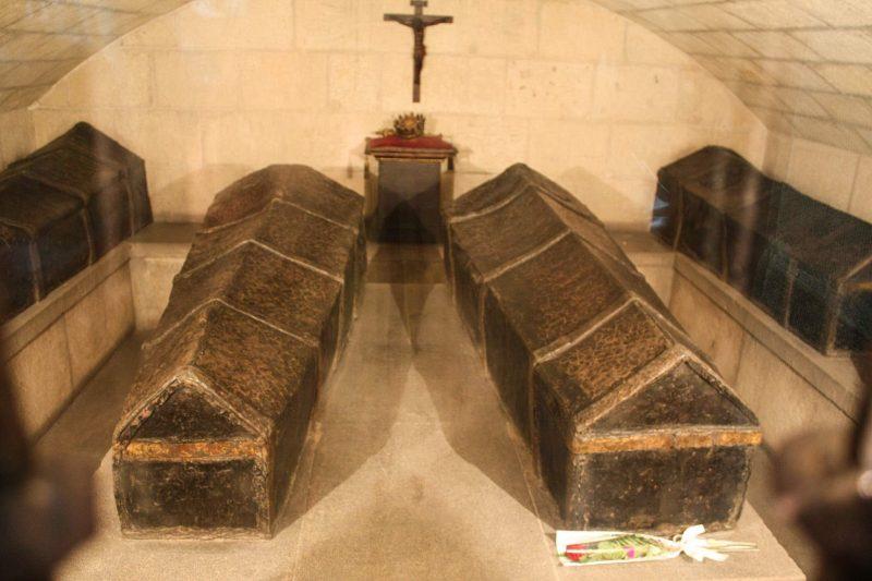 Гробы католических монархов в Королевской часовне