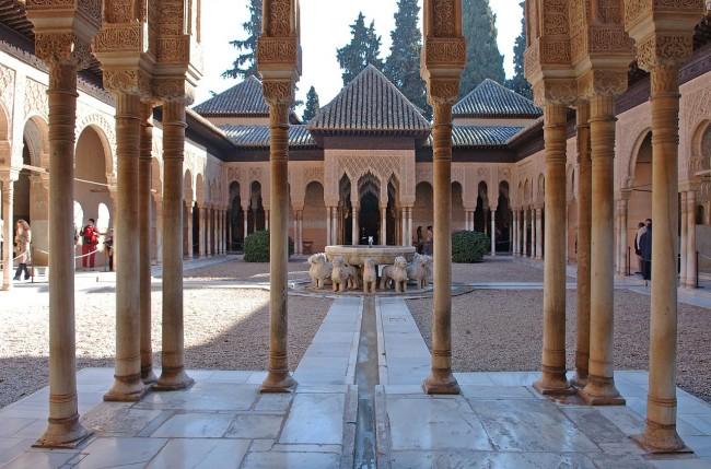 Львиный дворик (Patio de los Leones)