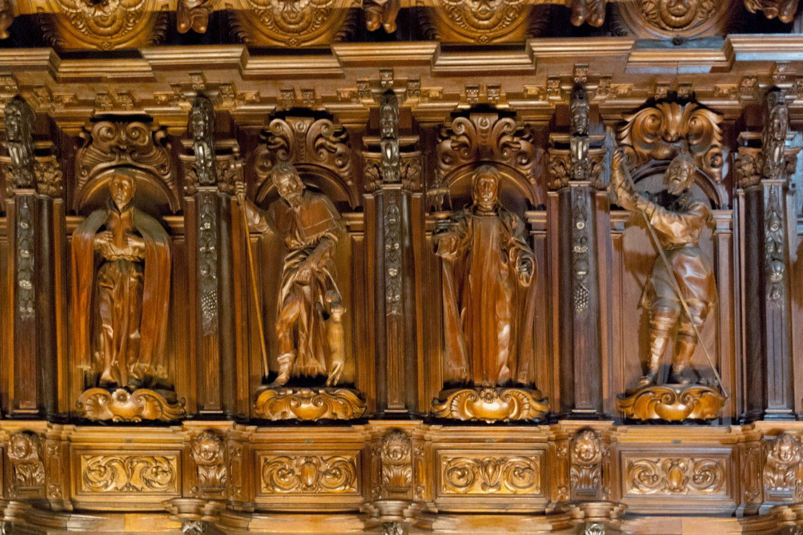 Деревянные фигуры святых (фото: abetobravo)