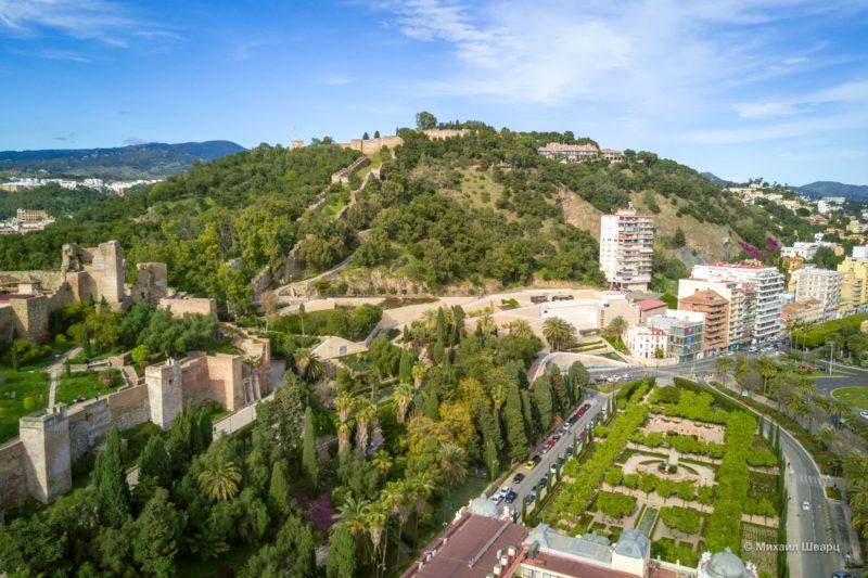Дорога между крепостями, обнесённая зигзагообразными стенами