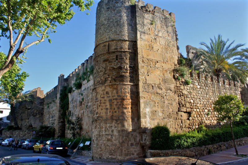 Стены арабской крепости Murallas del Castillo