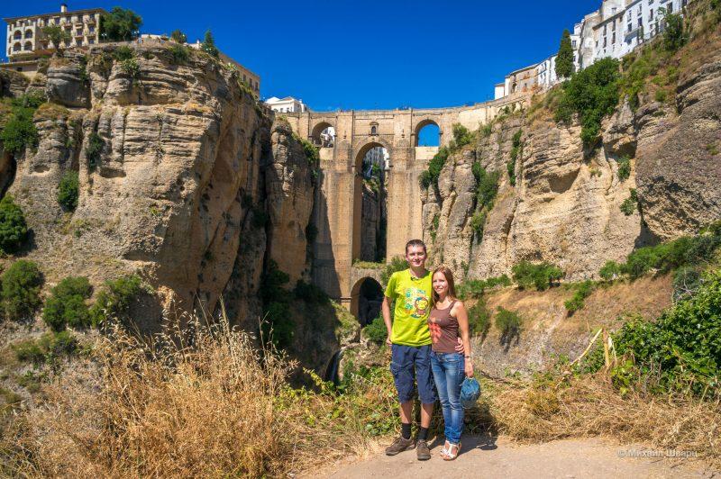 На фоне Нового моста (Puente Nuevo)
