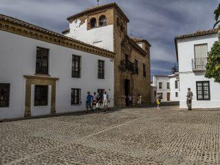 Дворец Мондрагон — бывшая королевская резиденция
