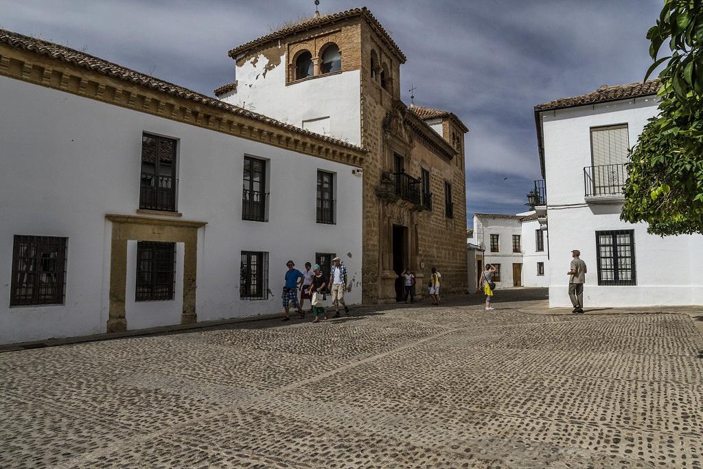 Дворец Мондрагон – бывшая королевская резиденция