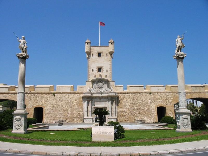 Земляные ворота (Puerta de Tierra)